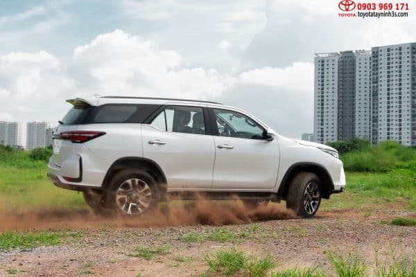 thân xe Toyota Fortuner Legender 2.8AT 4x4 2021